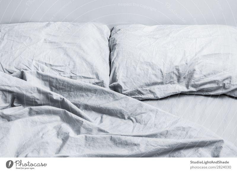Farbe Erholung Lifestyle Innenarchitektur natürlich grau Design modern Fotografie schlafen Sauberkeit weich Symbole & Metaphern Bettwäsche Wellness Reichtum