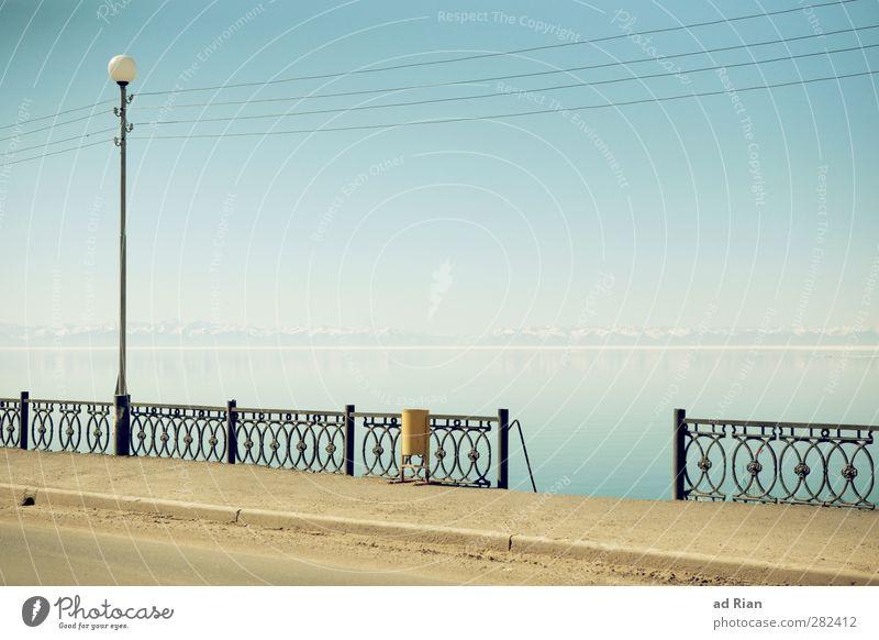 Die Ruhe im Bild Natur Landschaft Urelemente Wasser Himmel Wolkenloser Himmel Horizont Frühling Schönes Wetter Gipfel Schneebedeckte Gipfel Küste Meer See