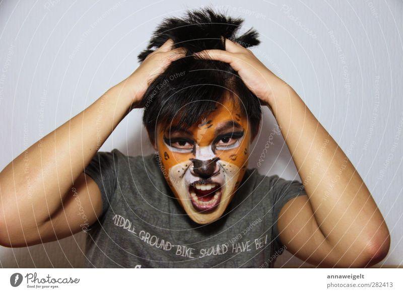 Kein Entkommen exotisch Freude Mensch maskulin Junger Mann Jugendliche 1 13-18 Jahre Kind Zirkus Zoo Show schwarzhaarig Tiergesicht Aggression rebellisch Wut