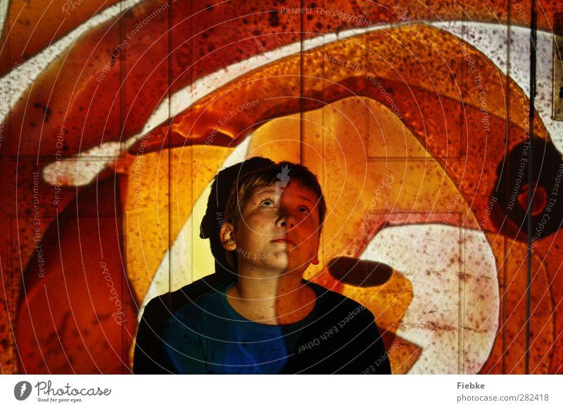 Traum in Orange maskulin Junge 1 Mensch 8-13 Jahre Kind Kindheit Erholung warten fantastisch mehrfarbig gelb orange Warmherzigkeit Gelassenheit ruhig träumen