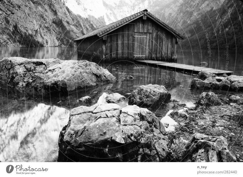 Bootshaus Umwelt Natur Wasser Herbst Schönes Wetter Wald Felsen Alpen Berge u. Gebirge See Blick träumen groß Unendlichkeit Sauberkeit Stimmung Abenteuer Idylle