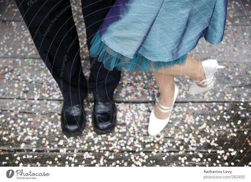 Konfetti Mensch Frau Mann Jugendliche blau weiß schwarz Erwachsene feminin Leben Beine Mode Paar Fuß Feste & Feiern 18-30 Jahre