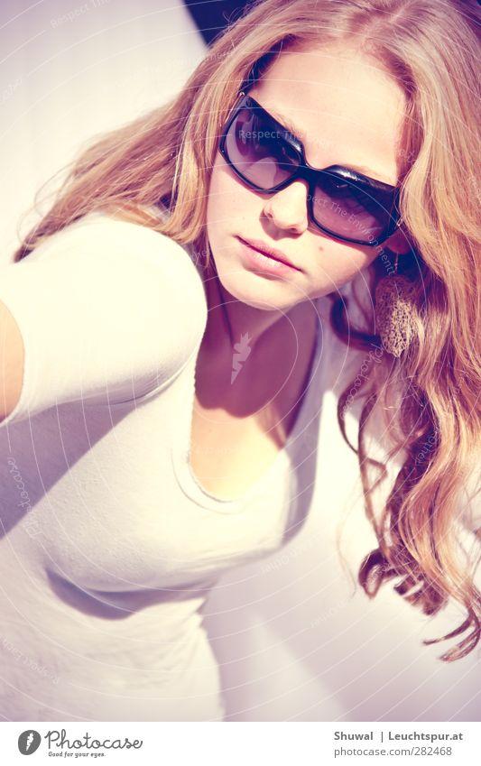Amsterdam Lifestyle Stil Freude feminin Junge Frau Jugendliche 1 Mensch 18-30 Jahre Erwachsene Schmuck Ohrringe Sonnenbrille rothaarig schön Erotik Coolness