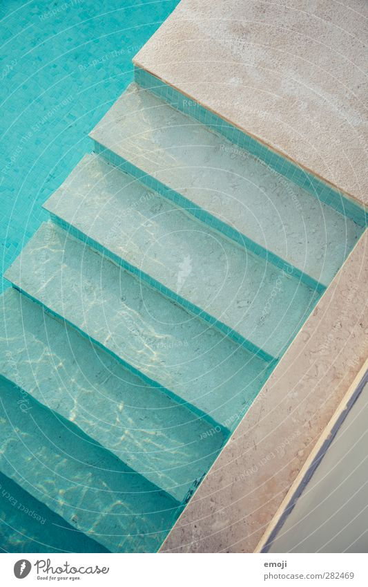 Abkühlung blau Ferien & Urlaub & Reisen Wasser Sommer Treppe Freizeit & Hobby nass Beton Sommerurlaub