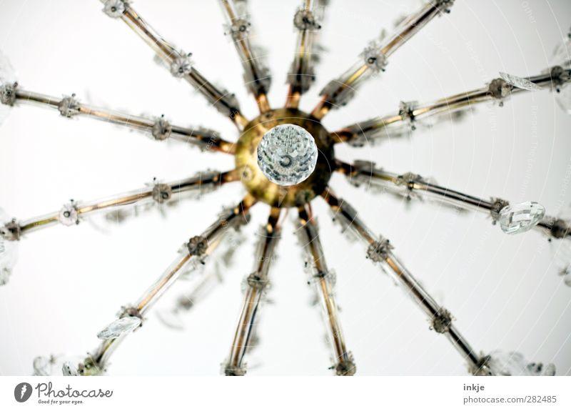 Froschperspektive I weiß schön oben Lampe Wohnung gold glänzend Energiewirtschaft hoch Perspektive Dekoration & Verzierung rund Reichtum hängen Nostalgie Zimmerdecke