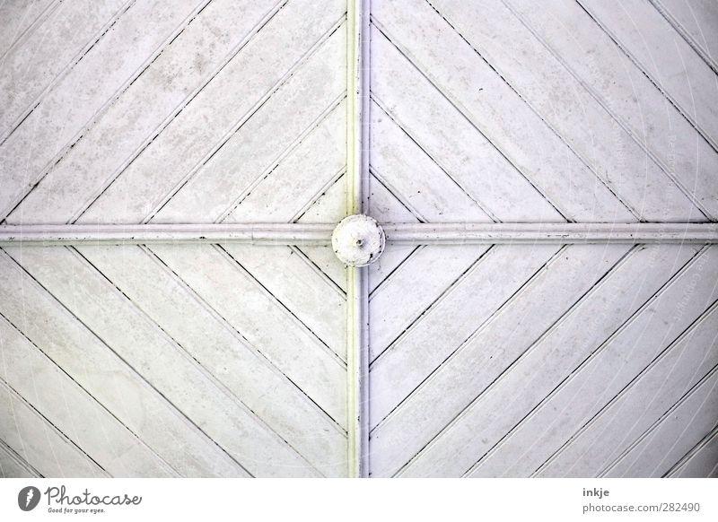 Froschperspektive V Menschenleer Bauwerk Fassade Decke Holzdecke Ornament Kreuz Linie Streifen oben weiß Mitte kreuzen diagonal vertikal Länge Farbfoto