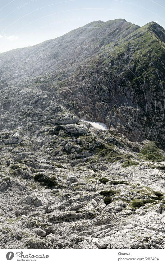 Fels Sport Umwelt Natur Landschaft Urelemente Hügel Felsen Alpen Berge u. Gebirge Kleine Reibe Bewegung Bergsteigen wandern steinig Stein Massiv Bergmassiv grau
