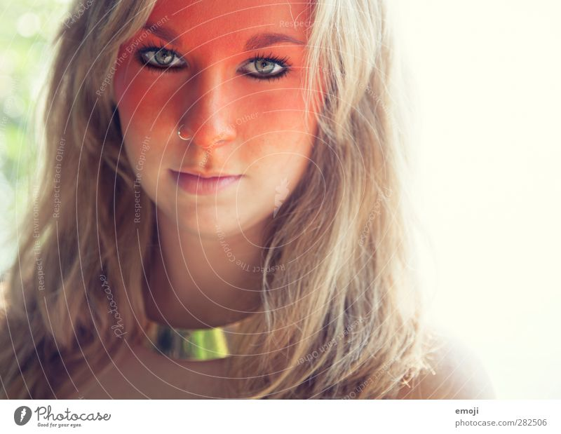 o feminin Junge Frau Jugendliche Gesicht 1 Mensch 18-30 Jahre Erwachsene blond einzigartig orange Körpermalerei Schminke Theaterschminke Farbfoto Außenaufnahme
