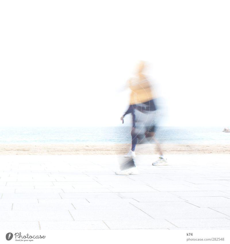 laufen Sport Sportler Joggen Mensch Strand Meer gehen rennen ästhetisch sportlich außergewöhnlich hell Bewegung Horizont träumen Farbfoto Gedeckte Farben