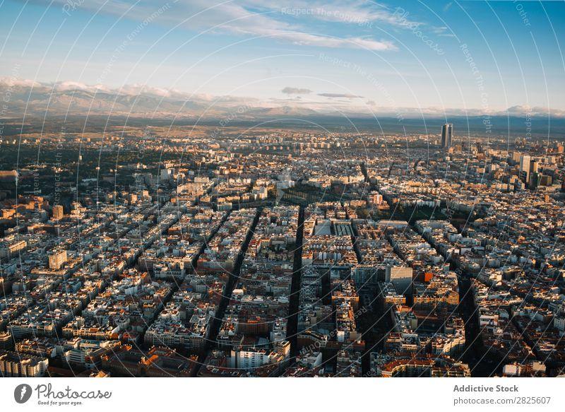 Landschaft der Stadt Madrid mit entwickelter Infrastruktur Skyline modern Entwicklung Berge u. Gebirge Strukturen & Formen Architektur Megapolis Aussicht