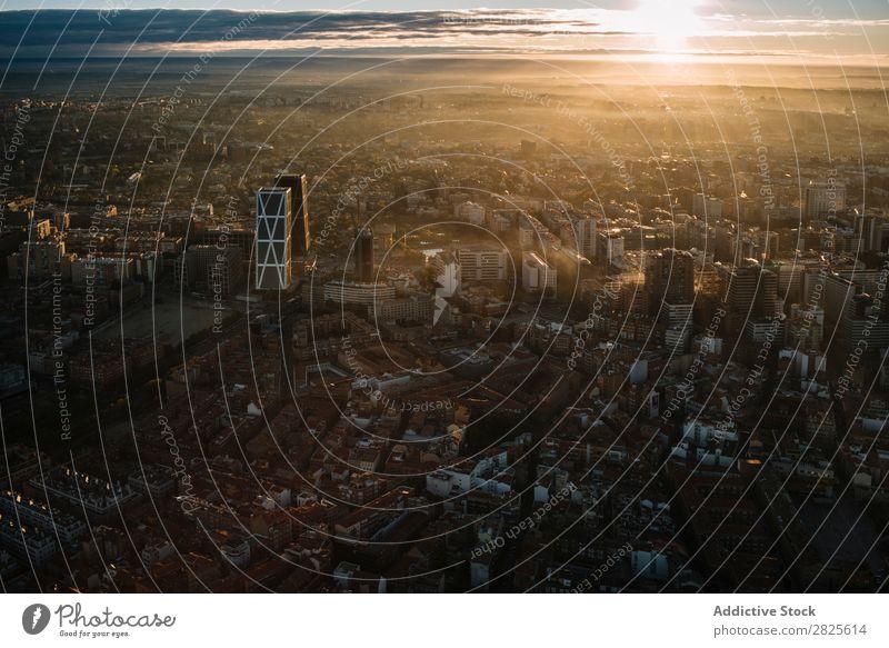Madrid aus der Luft bei Sonnenuntergang Skyline modern Entwicklung Strukturen & Formen Architektur Stadt Hintergrundbild Großstadt Tourismus