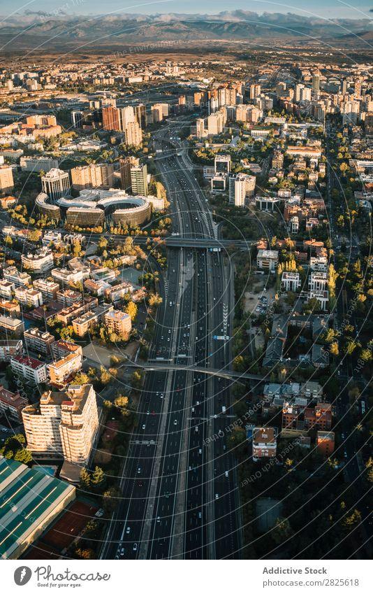 Luftaufnahme der Hauptstraße der Stadt Madrid Skyline modern Autobahn Großstadt Straße Architektur Megapolis Metropolitan Fluggerät Landschaft Konstruktion