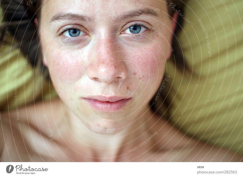 ungeschminkt feminin Frau Erwachsene Haut Kopf Haare & Frisuren Gesicht Auge Nase Mund Sommersprossen 1 Mensch 30-45 Jahre Weiblicher Akt nackt Nackte Haut
