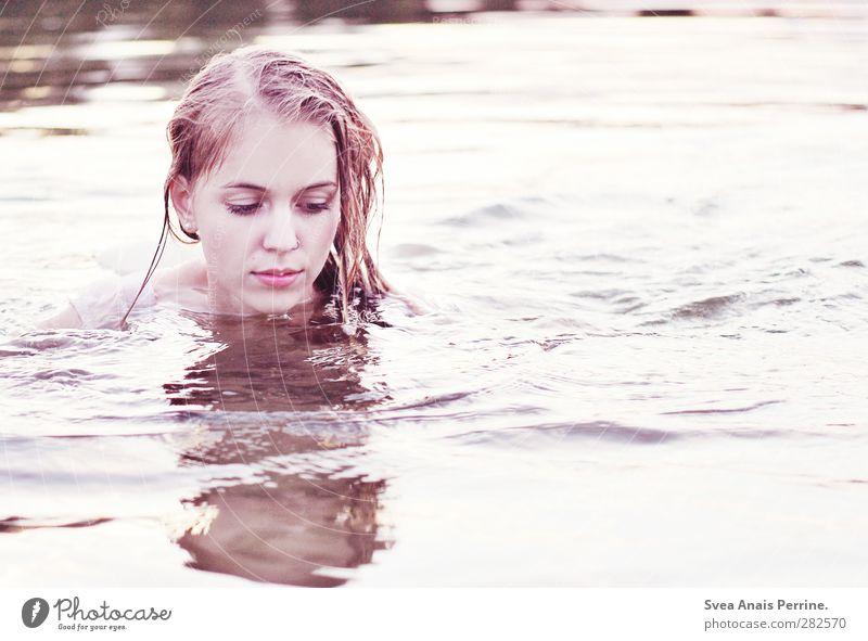klarheit. feminin Junge Frau Jugendliche Haare & Frisuren Gesicht 1 Mensch 18-30 Jahre Erwachsene Umwelt Sommer Schönes Wetter See blond langhaarig