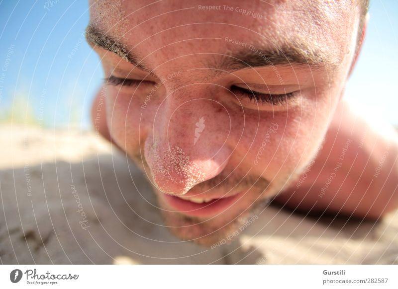 Naseweiß Mensch Jugendliche Ferien & Urlaub & Reisen Sommer Sonne Freude Strand Erwachsene Gesicht Spielen lachen Sand Junger Mann lustig 18-30 Jahre maskulin