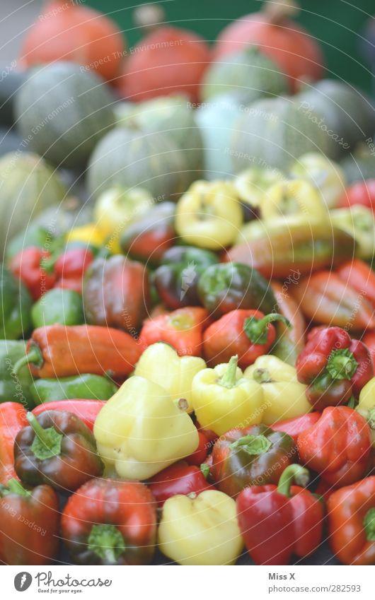 Paprika Lebensmittel Gemüse Ernährung Bioprodukte Vegetarische Ernährung frisch Gesundheit lecker saftig mehrfarbig rot Wochenmarkt Gemüsemarkt Gemüseladen