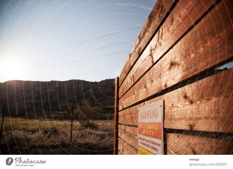 WARNING Himmel Natur Sommer Umwelt Wärme Holz Schönes Wetter trocken Warnhinweis Wolkenloser Himmel Warnung Dürre Holzwand Warnschild