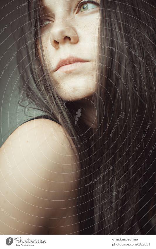 in einem haus voller lerchen... schön Frau Erwachsene Haare & Frisuren Gesicht 1 Mensch 18-30 Jahre Jugendliche brünett langhaarig Denken träumen Traurigkeit
