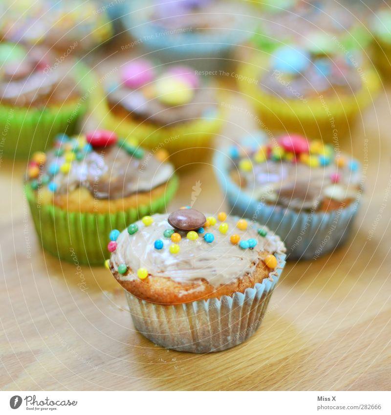 Backtag Lebensmittel Teigwaren Backwaren Kuchen Dessert Süßwaren Schokolade Ernährung Feste & Feiern Geburtstag klein süß mehrfarbig Muffin Zuckerguß