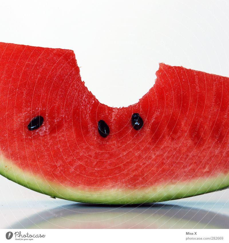 Saftig Lebensmittel Frucht Ernährung Essen Diät frisch Gesundheit lecker saftig süß rot Appetit & Hunger Biss beißen Melonen Wassermelone Kerne Farbfoto