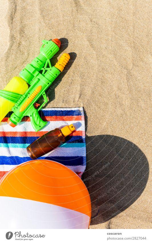 Kind Ferien & Urlaub & Reisen Sommer blau grün rot Sonne Erholung Freude Strand Gesundheit Wärme Glück Gesundheitswesen Tourismus Textfreiraum
