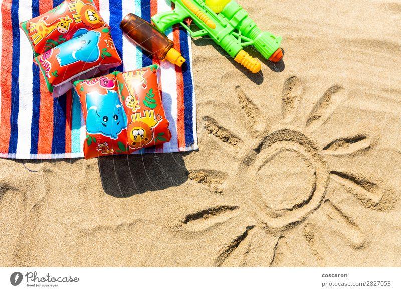Ferien & Urlaub & Reisen Sommer blau grün rot Sonne Erholung Freude Strand Gesundheit Lifestyle Küste Gesundheitswesen Tourismus Textfreiraum Spielen