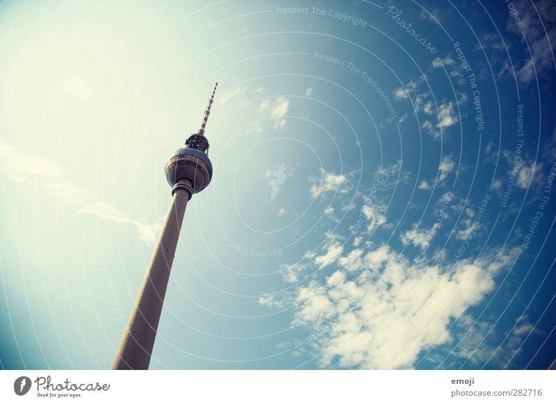 old [b]ut gold Himmel nur Himmel Wolken Schönes Wetter Stadt Hauptstadt Bauwerk Sehenswürdigkeit Wahrzeichen Denkmal blau Berlin Berliner Fernsehturm Farbfoto