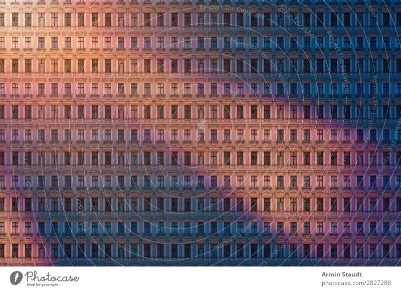 Abends in Berlin Stadt Haus Einsamkeit Lifestyle Wand Stil Business Mauer außergewöhnlich Fassade Stimmung Häusliches Leben Design Wohnung träumen