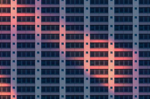 Fassadenmuster bei Nacht Lifestyle Stil Design Häusliches Leben Wohnung Büro Fabrik Business Stadtzentrum Beton bedrohlich Unendlichkeit Stimmung Sehnsucht