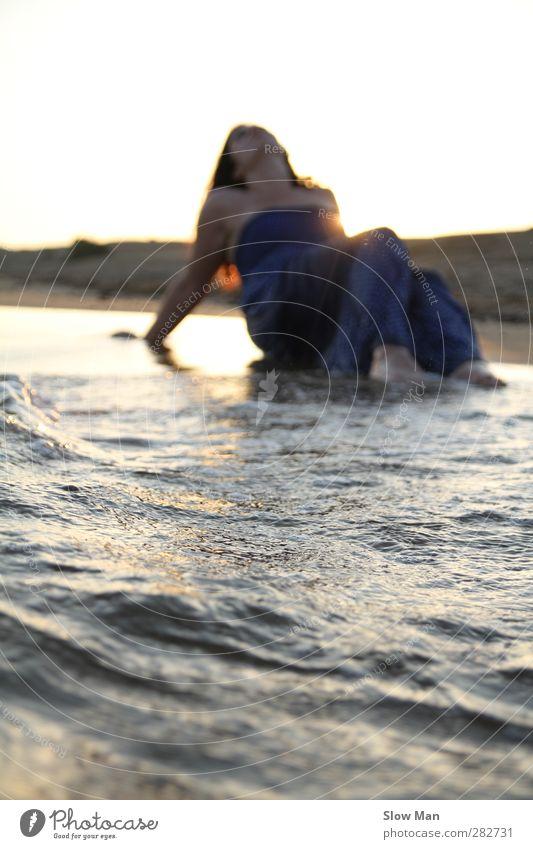mini Tsunami.. Mensch Jugendliche schön Meer Strand ruhig Erholung Junge Frau feminin Leben Glück Stimmung Körper Wellen Freizeit & Hobby Zufriedenheit