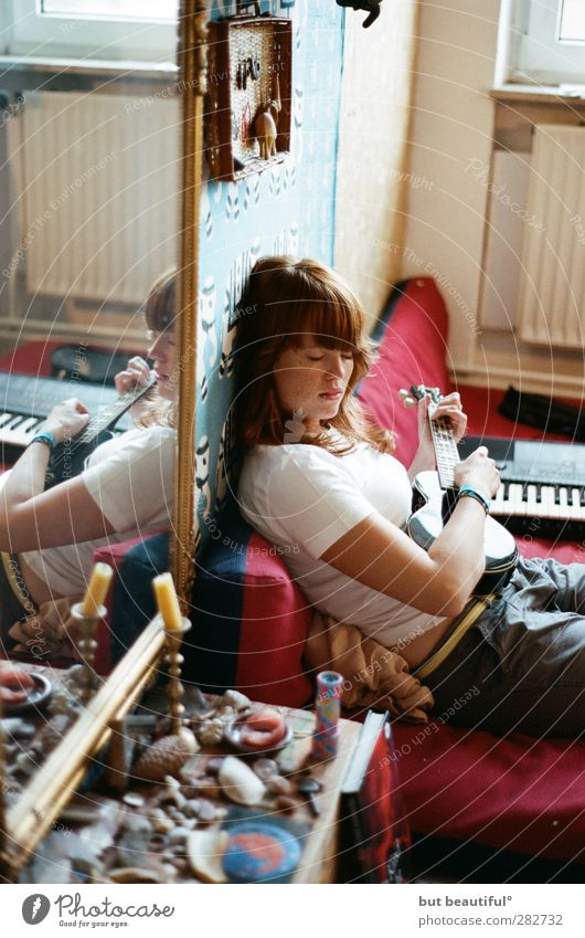 soulmusic° Mensch feminin Gefühle Musik Gitarre Künstler Musiker Sänger Musik hören