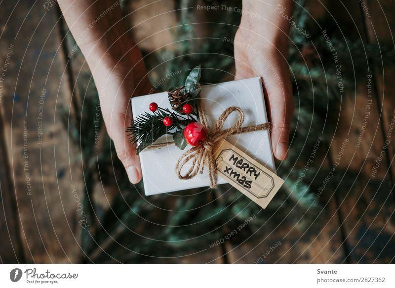 Frau Mensch Weihnachten & Advent Hand Freude Winter Lifestyle Erwachsene Liebe Feste & Feiern Stil Zusammensein Freundschaft Dekoration & Verzierung