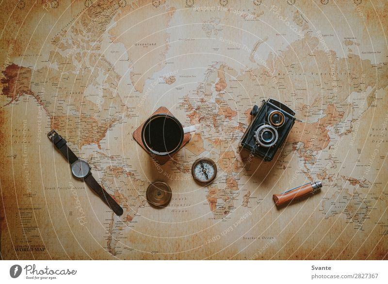 Draufsicht der Reiseartikel auf der Weltkarte Getränk Heißgetränk Kaffee Tee Tasse Becher Lifestyle Stil Design Ferien & Urlaub & Reisen Ausflug Abenteuer