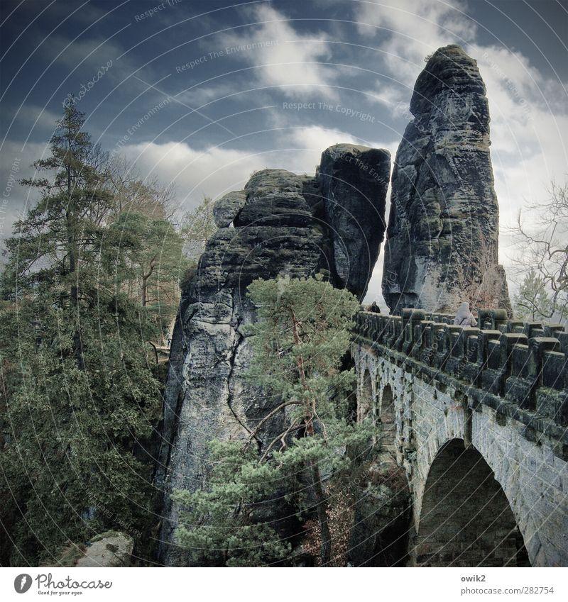 Monument Mensch Himmel Natur Pflanze Baum Wolken Landschaft Umwelt Berge u. Gebirge Frühling Felsen Wetter Klima Rücken hoch wandern