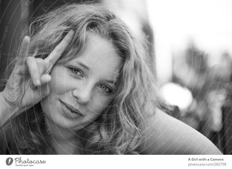 wenn das Leben rockt Mensch Kind Jugendliche Hand schön Freude Junge Frau feminin Glück außergewöhnlich blond Zufriedenheit Fröhlichkeit Finger 13-18 Jahre