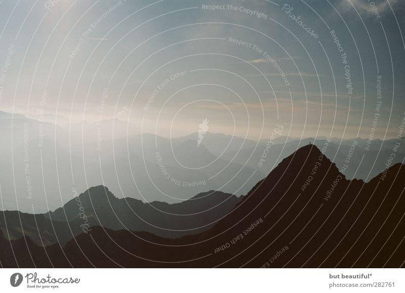 ganz genau gucken° Himmel Natur Ferien & Urlaub & Reisen Sommer Landschaft Umwelt Berge u. Gebirge Felsen Alpen Gipfel Unendlichkeit