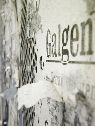 wenn alle stricke reißen | früher... Wand Mauer Schriftzeichen Papier Vergangenheit verfallen Typographie Zerstörung Werbebranche Text Plakat Selbstmord