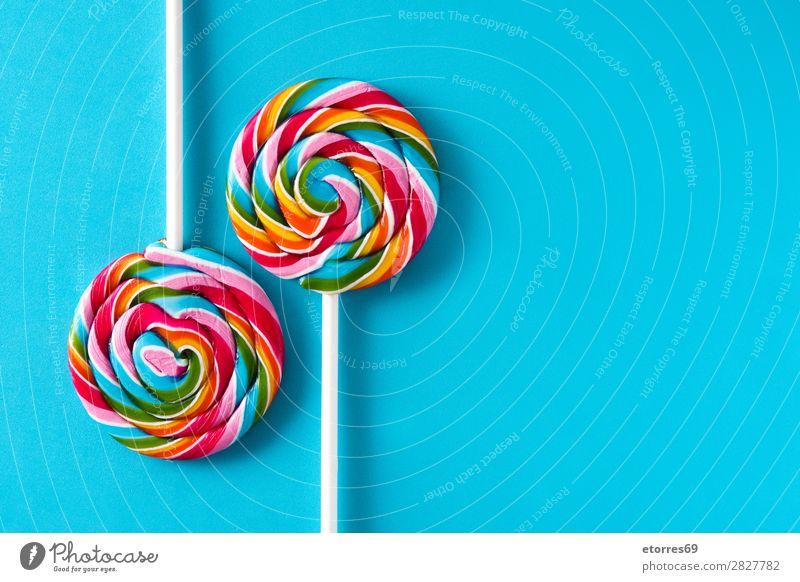 Bunte Lollis auf blauem Hintergrund. Kopierbereich Lollipop Farbe mehrfarbig Zucker Süßwaren Bonbon süß geschmackvoll Textfreiraum Lebensmittel