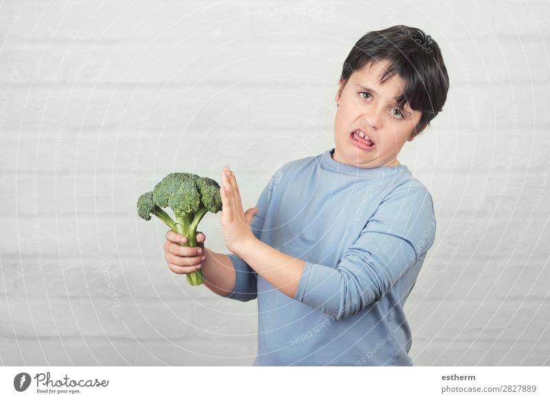 Kind mag keinen Brokkoli. Gemüse Ernährung Essen Vegetarische Ernährung Diät Lifestyle Gesunde Ernährung Übergewicht Mensch maskulin Kindheit 1 8-13 Jahre