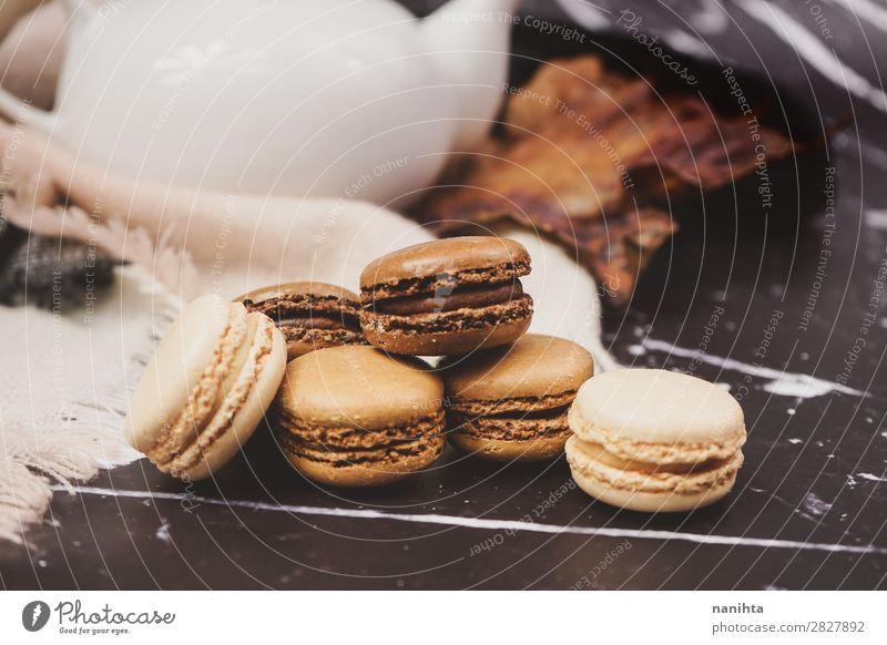 Schokoladen-, Kaffee- und Vanilamakronen Lebensmittel Kuchen Dessert Süßwaren Frühstück Kaffeetrinken Picknick Tee elegant Stil authentisch frisch lecker süß