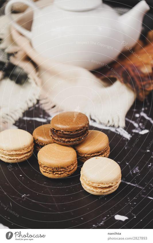 Schokoladen-, Kaffee- und Vanille-Makronen Lebensmittel Kuchen Dessert Süßwaren Frühstück Kaffeetrinken Tee elegant Stil lecker retro süß Macaron Feinschmecker
