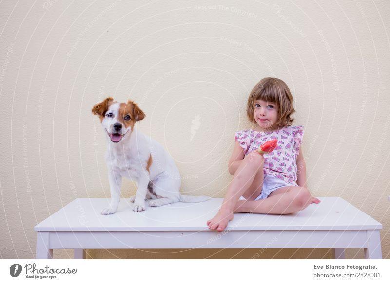 Schönes Kind Mädchen isst ein Wassermelonen-Eis. Frucht Speiseeis Essen Freude Glück Ferien & Urlaub & Reisen Sommer Haus Garten Mensch feminin Baby Kleinkind