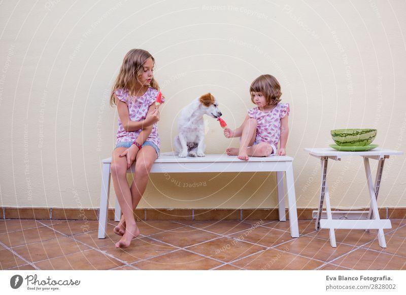 Zwei schöne Schwester Kinder essen Wassermelonen-Eiscreme. Frucht Speiseeis Essen Freude Glück Ferien & Urlaub & Reisen Sommer Haus Garten Mensch feminin