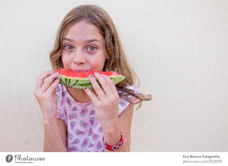 Schönes Kind Mädchen isst Wassermelone Frucht Speiseeis Essen Freude Glück Ferien & Urlaub & Reisen Sommer Haus Garten feminin Kleinkind Freundschaft Kindheit 1
