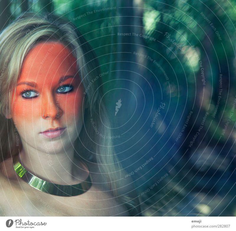 0 feminin Junge Frau Jugendliche Kopf Gesicht 1 Mensch 18-30 Jahre Erwachsene blond einzigartig Schminke Theaterschminke Körpermalerei Farbfoto Außenaufnahme