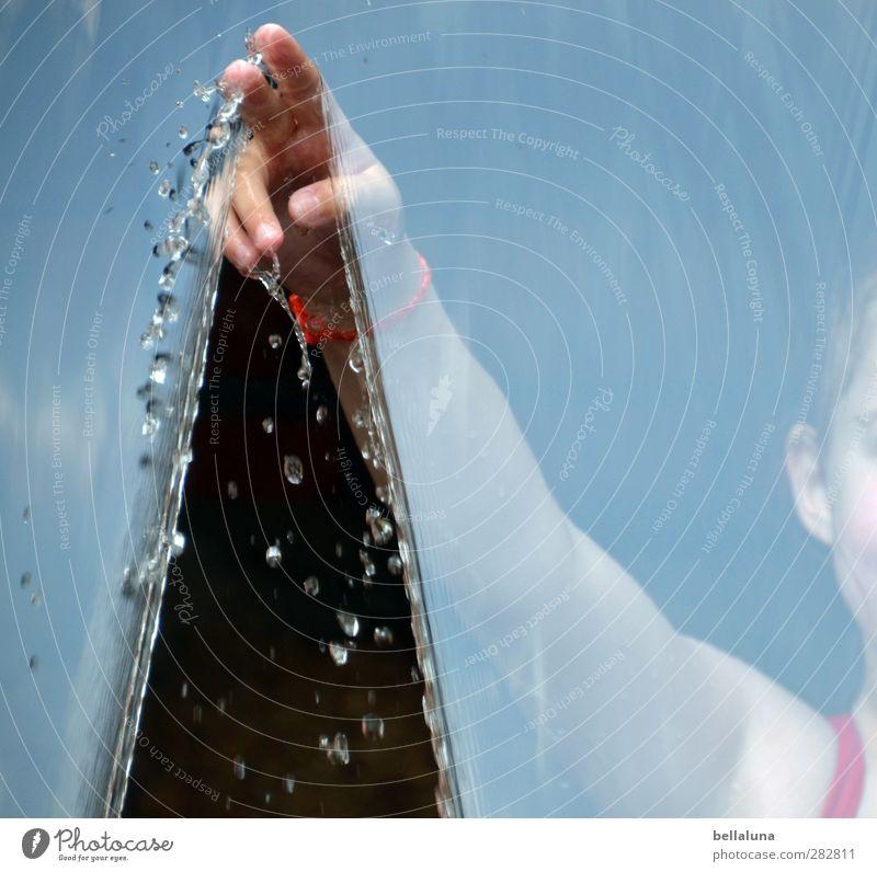 Großes Theater - der Vorhang teilt sich. Mensch Kind Hand Mädchen feminin Leben Spielen Kindheit Haut Arme Finger Wassertropfen Ohr 8-13 Jahre Vorhang Armband