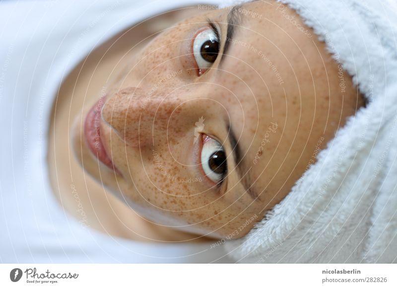 Montags Portrait 39 - Waschtag Mensch Frau Jugendliche schön ruhig Erholung Erwachsene Gesicht Junge Frau feminin Leben 18-30 Jahre Schwimmen & Baden natürlich