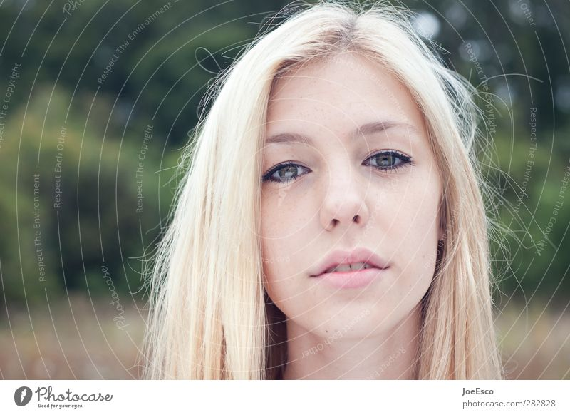 #242063 Stil schön Junge Frau Jugendliche Erwachsene Gesicht Natur blond beobachten Denken Blick träumen authentisch Coolness frei Freundlichkeit Fröhlichkeit