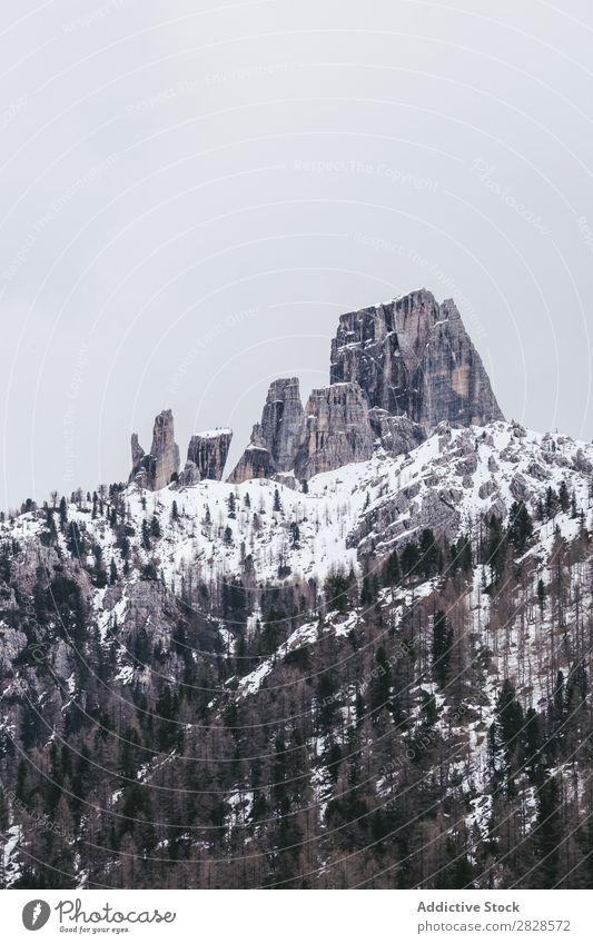 Landschaft der verschneiten Berge Schnee Berge u. Gebirge Ferien & Urlaub & Reisen Winter wandern Abenteuer Natur Trekking extrem kalt Tourismus Aktion Klettern