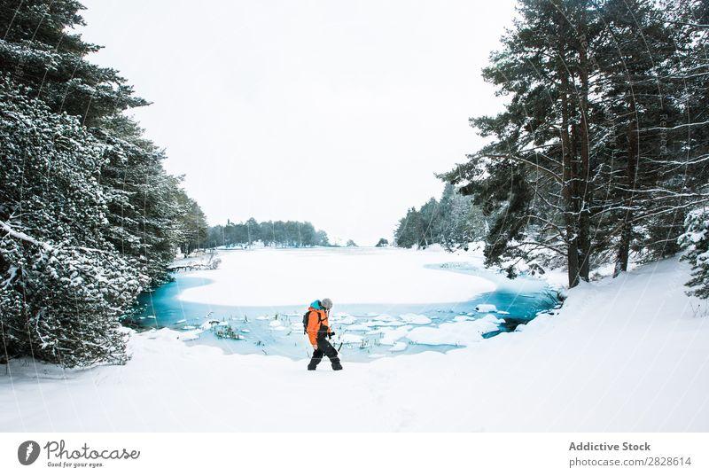 Tourist mit dem Fahrrad in den Bergen laufen Winter Berge u. Gebirge Sportler professionell gefroren Natur wandern Ferien & Urlaub & Reisen Landschaft kalt
